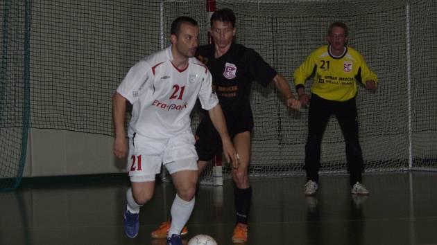 Letošní finalisté futsalové ligy, Chrudim a Jistebník, se utkají hned v prvním kole sezony 2007/2008.