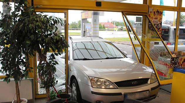 Při kuriózním incidentu na čerpací stanici v Šenově u Nového Jičína naštěstí nebyl nikdo zraněný.