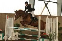 Nejúspěšnější jezdkyni třetího ročníku Svatomartinského poháru a Memoriálu plk. Jaromíra Novosada byla Karolína Flisníková z Equiteamu Flisník, na snímku s koněm Eura.
