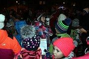 Ve Fulneku se sešlo na premiérovém zpívání koled okolo stovky lidí.
