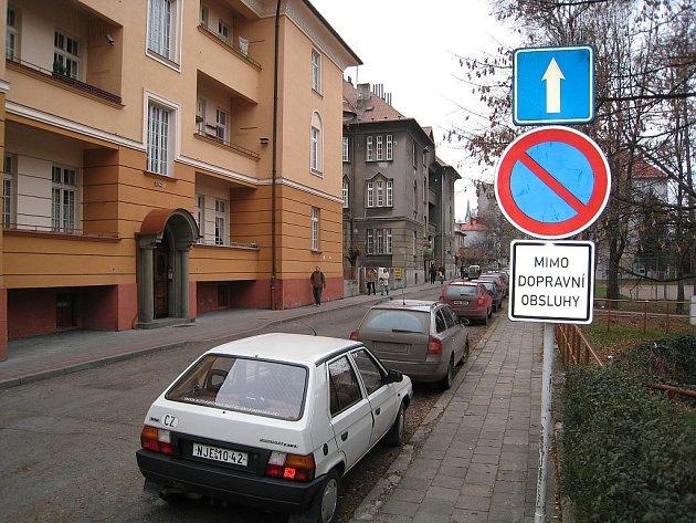 Na ulici parkovali léta, teď nemůžou.