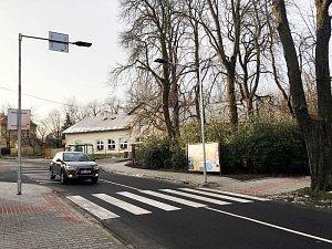 Nového přechodu pro chodce se dočkali občané Nového Jičína u největšího městského parku Smetanovy sady v těsné blízkosti místní mateřské školy.