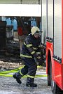 Zásah hasičů u velkého požáru v Kopřivnici.