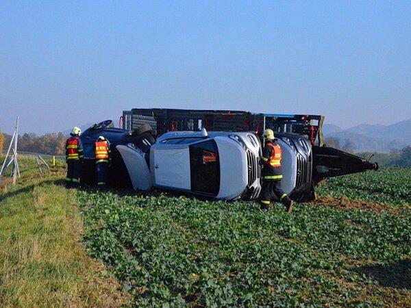 Nehoda nákladního automobilu uStarého Jičína.