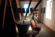 Malebné kulisy Bartošovického mlýna se staly výstavními prostory pestrých snímků Fotoklubu Příbor.