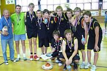 Starší žáci ZŠ Tyršova Nový Jičín přivezli ze závěrečného turnaje o titul mistra České republiky z Chrudimi zlaté medaile.