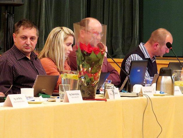 Předsedou finančního výboru zastupitelstva ve Fulneku je Richard Marek (zcela vlevo).