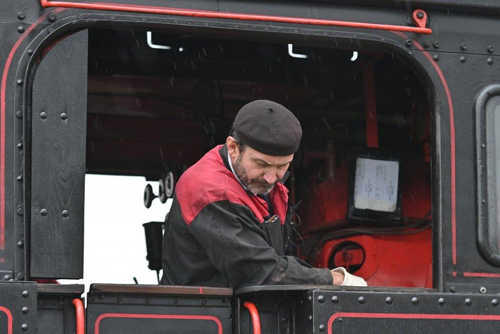 Parní lokomotiva 423.041 přijela v pátek 23. dubna z Valašského Meziříčí do Frenštátu pod Radhoštěm.