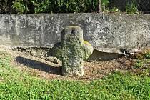 Smírčí kříž u silnice v Trnávce je historickou památkou.