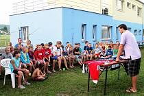 Hokejový reprezentant Rostislav Klesla byl ve středu hostem Kempu oderských nadějí.