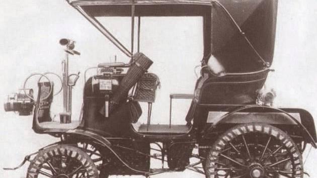 V průběhu roku 1900 vyrobili v továrně 23 automobilů. První série, označená jako A, nesla jméno Alter Vierer Stará čtyřka.
