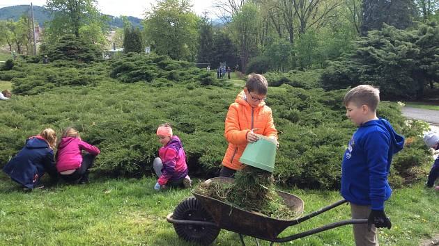 ZŠ LICHNOV se aktivně připojila k akci Květen – Měsíc školních zahrad.
