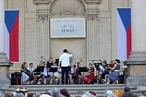 Žáci ZUŠ Odry vystoupili ve čtvrtek 4. července ve Valdštějnské zahradě v rámci akce Kulturní léto v senátu.