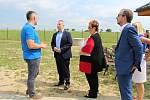 Nový vodojem a úpravnu vody představili ve čtvrtek 28. června ve Vrchách. Přítomný byl také ministr životního protředí Richard Brabec.