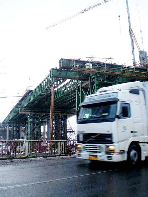 Most u Hladkých Životic je jednou ze staveb, jejíž dokončení bude závislé na tom, zda Ředitelství silnic a dálnic sežene peníze.