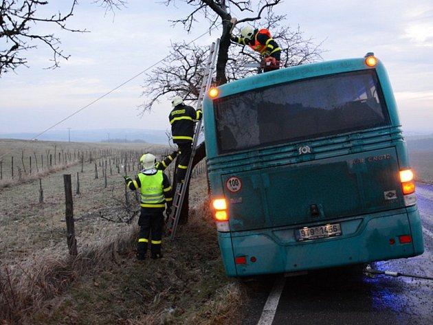 Nehody linkového autobusu v Bravinném, místní části Bílovce.