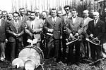 Kapela Petřvalďanka z Petřvaldu na Moravě v roce 1976. Vpředu zleva: K. Vjaclovský, P. Hrabovský, J. Lyčka, R. Řepka - kapelník, V. Hýl, A. Vjaclovský, J. Hýl, J. Šindler. Zadní řada zleva: Zd. Šindler ml., J. Šeděnka, Zd. Šindler st., J. Vjaclovský, R. T