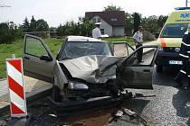 Dva renaulty se srazily v pondělí asi hodinu před polednem. Nehoda si vyžádala minimálně tři zranění.