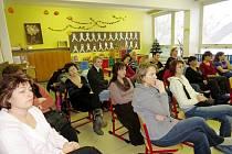 Týden otevřených dveří na Základní škole Komenského v Bílovci nabídl rodičům spoustu zajímavostí. Jednou z nich byla přednáška Jiřího Haldy, odborníka na vzdělávání.