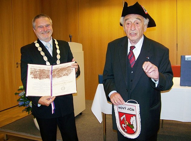 Čestné občanství převzal ve čtvrtek 14. května z rukou vedení města Nový Jičín v německém Mnichově devětaosmdesátiletý Max Mannheimer.