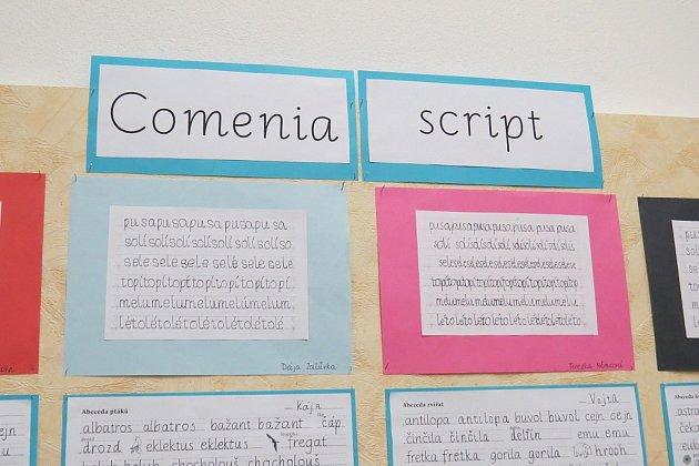 Comenia Script. Kde na Novojičínsku najdete vpísankách prvňáčků tiskací písmena? Na Základní škole vLubině.