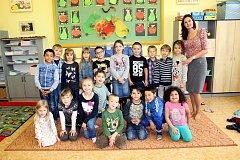 Žáci 1. A třídy Základní školy Komenského, Odry s paní třídní učitelkou Kateřinou Lebánkovou.