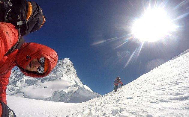 Pavel Kořínek při výstupu na vrchol Minya Konka.