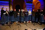 Ve Frenštátě pod Radhoštěm zpívalo koledy ve středu 11. prosince 2019 zhruba šest stovek lidí. Přidali se také zastupitelé, kteří přerušili zasedání.