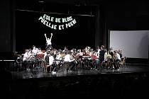 Koncert symfonického orchestru EOLE z Blois ve Francii a  školního sboru Puellae et Pueri v Beskydském divadle.