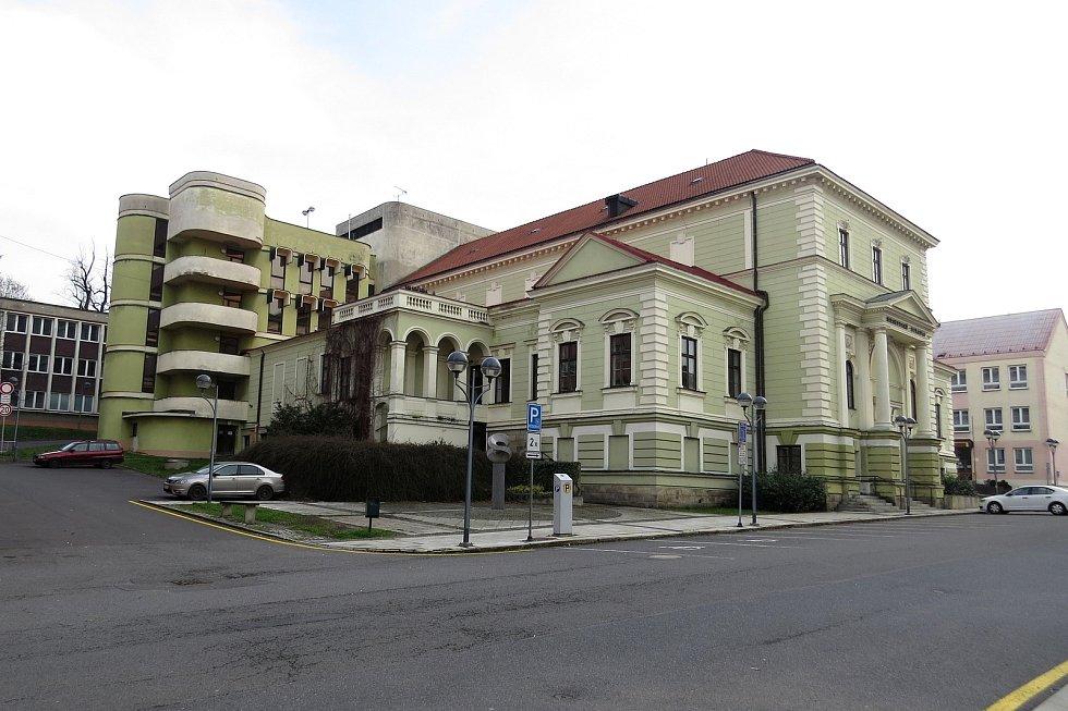 První květnové pondělí má začít rekonstrukce přístavby Beskydského divadla v Novém Jičíně. Důvodem jsou problémy se statikou.