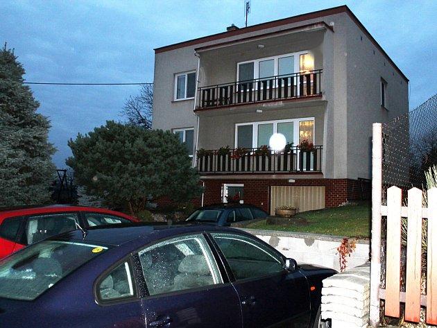 Dům, kde bydlel muž, jenž má zřejmě na svědomí dva lidské životy.