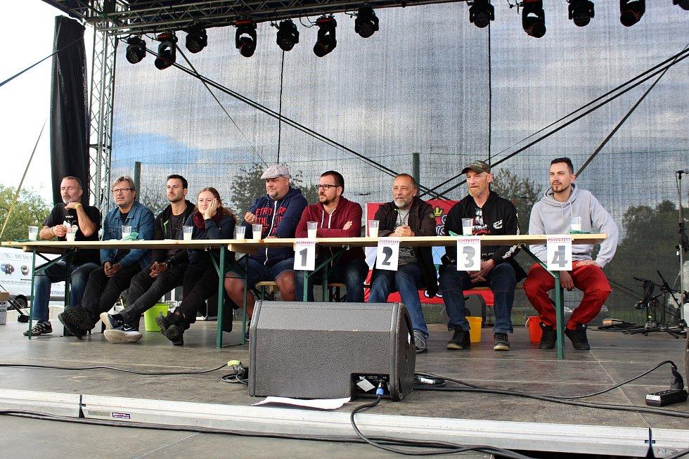 Součástí 13. ročníku Bůčekfestu v Sedlnicích byla v sobotu 28. září také soutěž v pojídání chilli.
