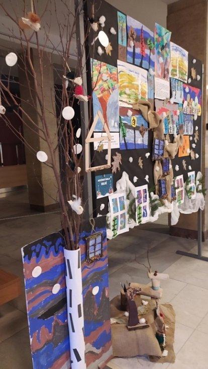 Výstava dětských prací Vánoční variace.