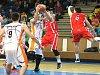 Basketbalisty Nového Jičína (v bílém) čekají poslední dva duely v nadstavbové části.