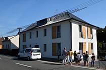 Dnešní dům se sociálním bydlením má šest bytů, dva z toho jsou větší.
