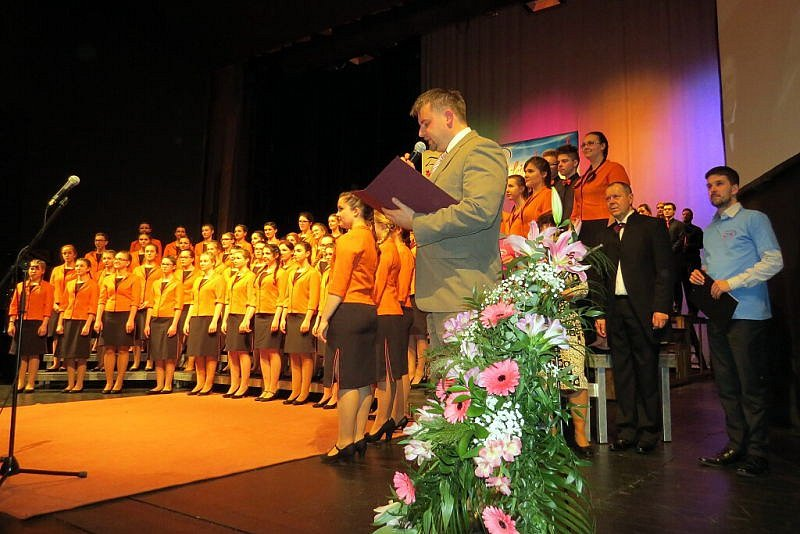 Padesát let historie novojičínského pěveckého sboru Ondrášek si připomněli jeho současní i bývalí členové a jeho příznivci v sobotu 18. března v Beskydském divadle v Novém Jičíně.