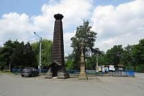 Na návsi v Jakubčovicích nad Odrou stojí dřevěná zvonička ze 17. století.