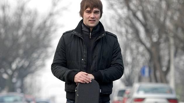 Jiří Kučerovský, parťák Tomáše Kluse, se představí se svou kapelou Animé v bíloveckém kulturním domě.