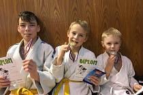 Dvě medaile vybojovali judisté Závišic na turnaji ve Frýdku-Místku. Zleva Jan Svoboda, Prokop Kudělka, Kryštof Talpa.