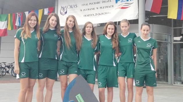 Juniorky z novojičínské Laguny, které ovládly celkové hodnocení letošního světového poháru. Zleva Kokešová, Křepelková, Jakušová, Jurečková, Mizerová, Nekorancová a Svobodová.
