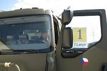 První vojáci dnes oficiálně převzali nové tatrovky do užívání.