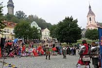 Šermířské klání bylo letos spojené s ochutnávkou burčáku.