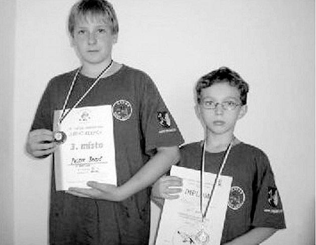 Zápasníci TJ Nový Jičín, zleva bronzový Patrik Baroš a jeho oddílový kolega, stříbrný Ladislav Adamec.
