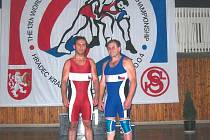 Vzpomínka na mistrovství světa veteránů ve volném stylu v Hradci Králové, kterého se Zdeněk Liška (vpravo) zúčastnil s kolegou z někdejšího novojičínského klubu a dalším výborným zápasníkem, Adolfem Nytrou.