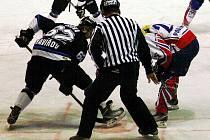 Hokejisté Nového Jičína dokázali v důležitém utkání uspět. Přestože jim k jistotě účasti v play–off stačilo uhrát proti Havířovu bod, nakonec brali, po výhře 6:2, všechny tři.