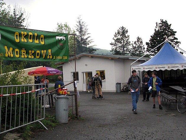 Pětatřicátý ročník dálkového pochodu Okolo Mořkova uspořádal Klub českých turistů Mořkov v sobotu 9. května.