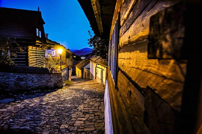 Podvečerní procházka stmívajícím se Štramberkem.