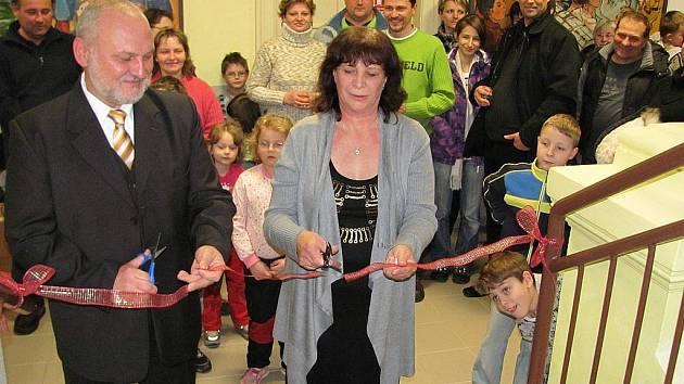 Ve čtvrtek, 22. ledna, otevřel starosta Velkých Albrechtic Josef Magera a ředitelka základní školy Karla Sekaninová slavnostně nově opravené podkroví, kde vzniknou dvě třídy.