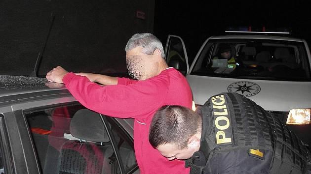 Tři řidiči neměli na silnicích co dělat. Měli tu smůlu, že narazili na policejní kontrolu, a přitom štěstí, že při svém stavu nikoho nezranili.