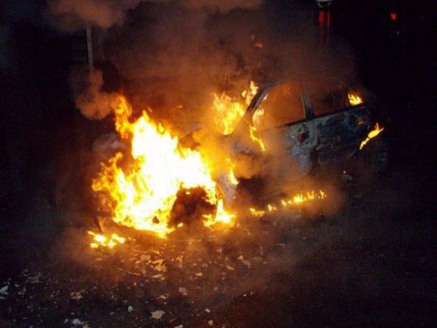 Novojičínská tepna I/48 si ve středu 21. ledna málem připsala další oběť. Pří sjezdu na Starý Jičín, zde před třetí hodinou ranní řidič osobního vozidla Mitsubishi Galant nezvládl řízení a narazil čelně do směrové tabule.